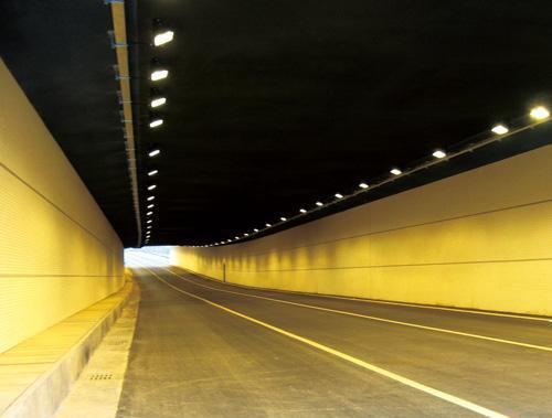 解析隧道照明特征