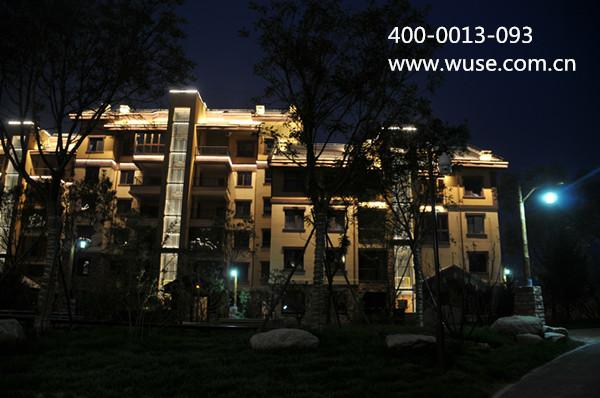 屋顶部分泛光灯,建筑物外墙到低亮度,低功耗的led线性亮化勾勒轮廓等