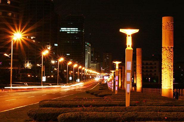 青岛的城市新形象:东海路景观亮化抢眼