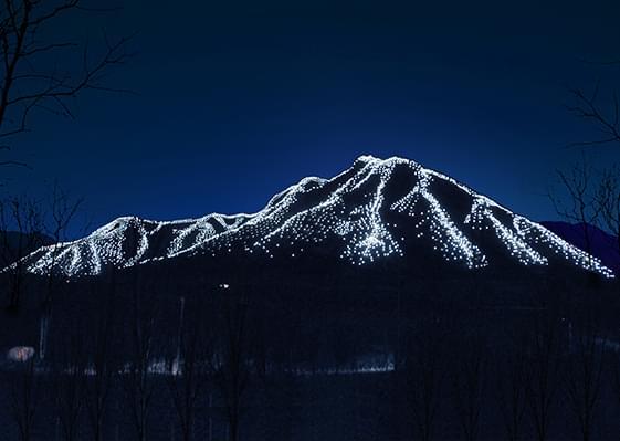 山体亮化——灯光挥洒耀雪山 银装素裹扬冬奥